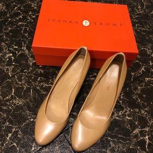 IVANKA TRUMP nude pump heels